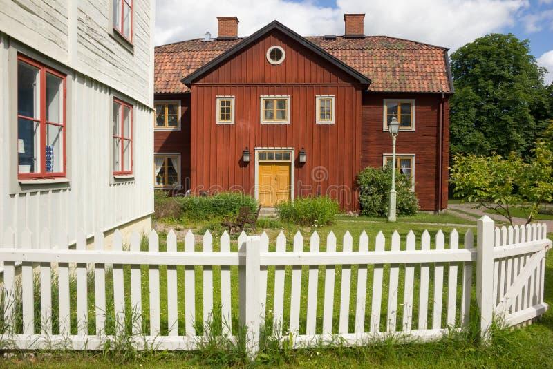 老斯堪的纳维亚红色木材房子。林雪平。瑞典 免版税图库摄影