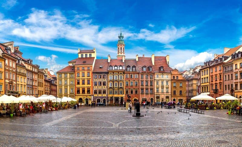 老方形城镇华沙 免版税库存图片
