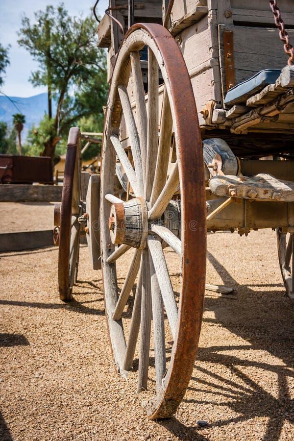 老无盖货车西方轮子 免版税库存照片