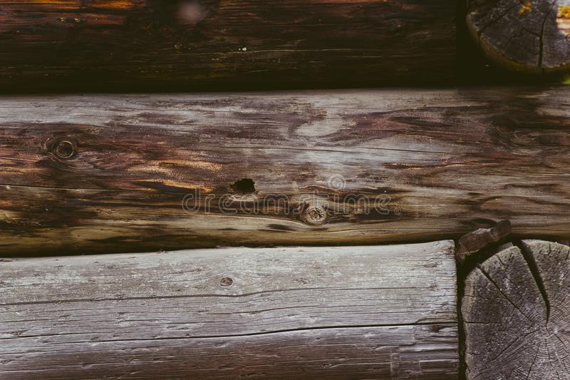 老日志小屋在村庄 库存图片