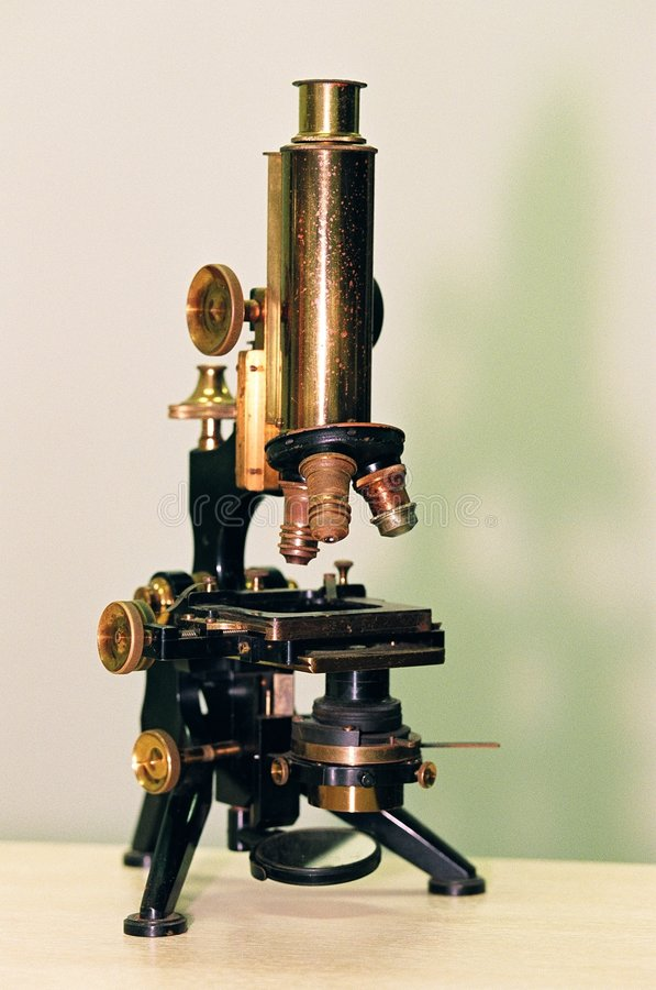 老显微镜 免版税库存图片