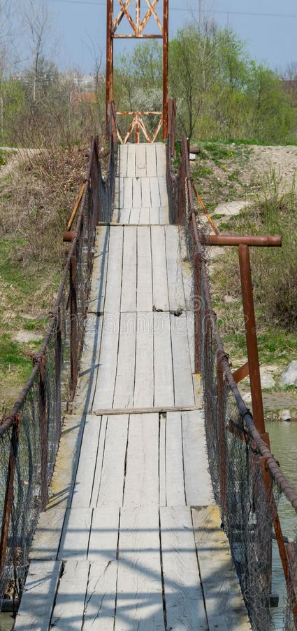 老暂停的木桥 免版税库存照片