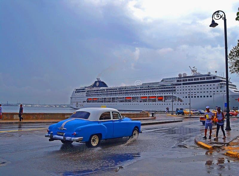 老朋友-颜色钥匙 古巴哈瓦那 美国划线员 库存照片