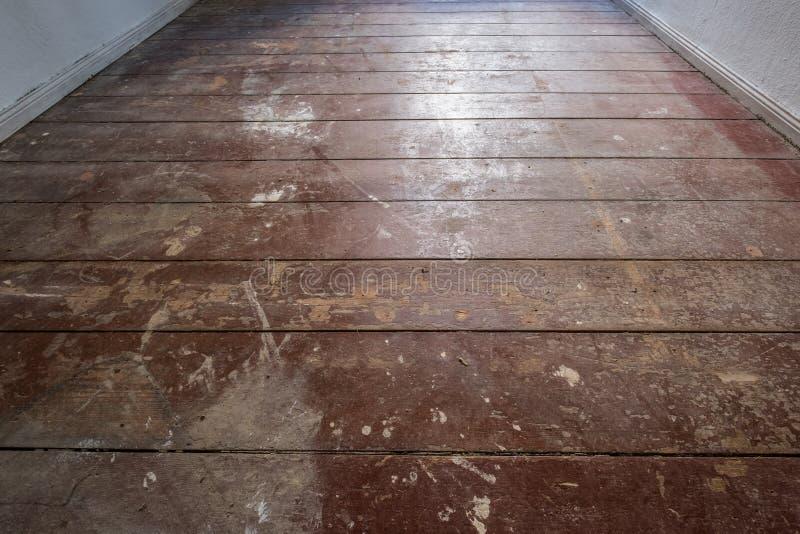 老木地板/地板在老公寓室-修建 库存图片