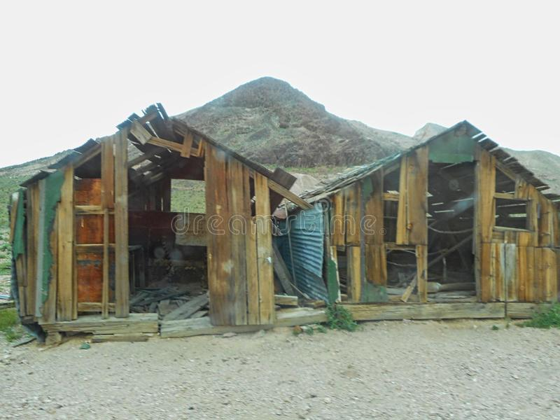 老木小屋在大草原 库存图片