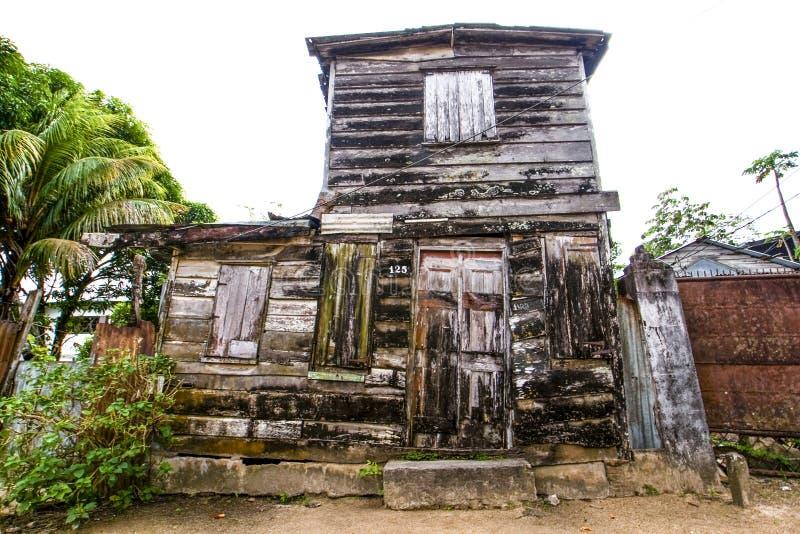 老木房子在帕拉马里博-苏里南的中心 库存图片