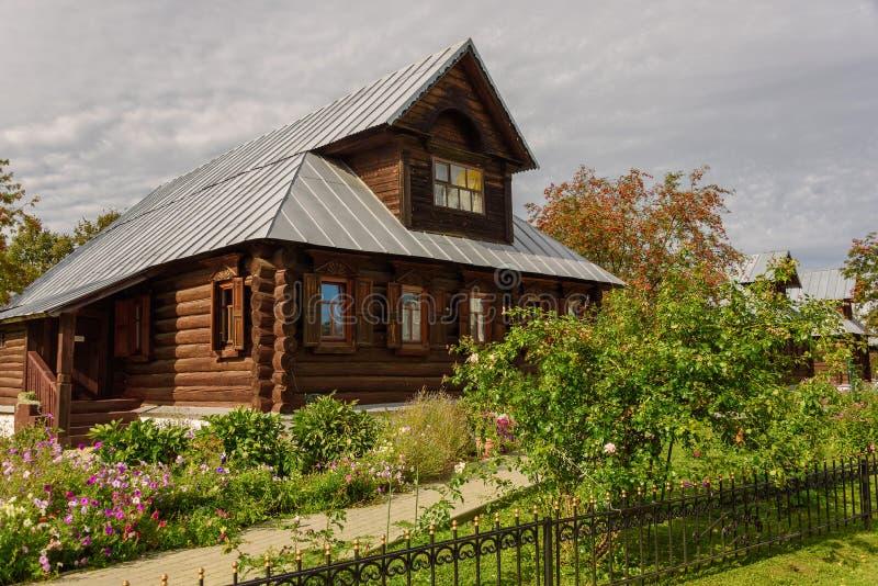 老木房子看法在苏兹达尔市 俄国 尼姑的家在一个古老修道院里