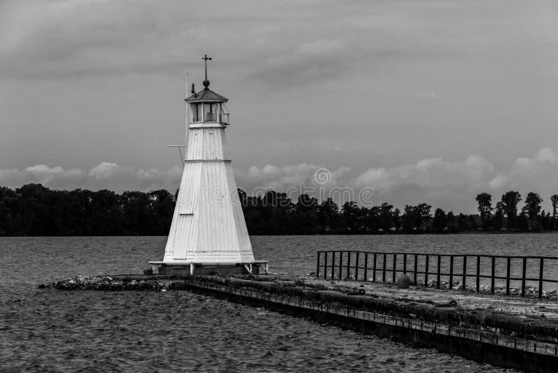 老木材灯塔和码头。Vadstena。瑞典 免版税库存图片