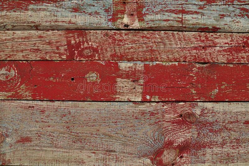 老木板条纹理与红色油漆的 免版税库存照片