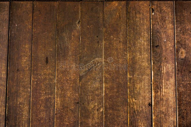 老木板条纹理与破裂和被抹上的油漆的