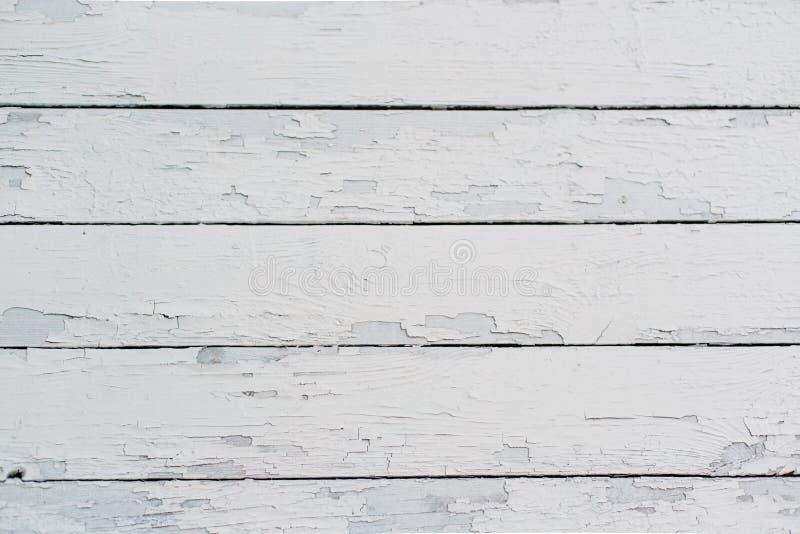 老木板绘与白色油漆,随着时间的推移摩擦 库存图片