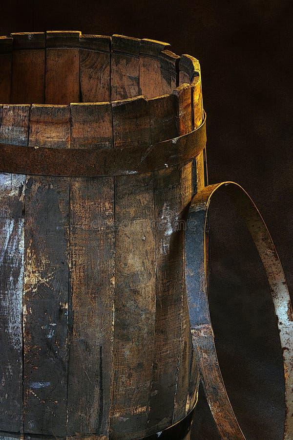 老木桶和铁箍 免版税库存照片