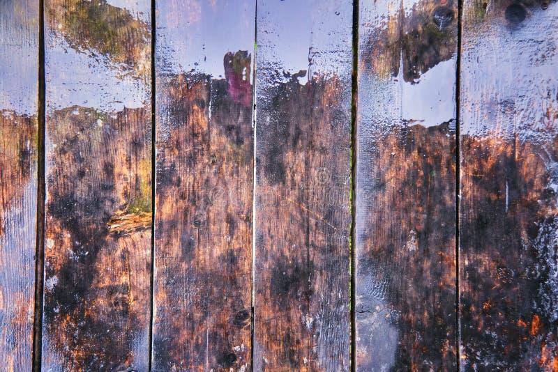 老木湿板条纹理  老葡萄酒变老了难看的东西黑褐色和灰色木地板板条 图库摄影