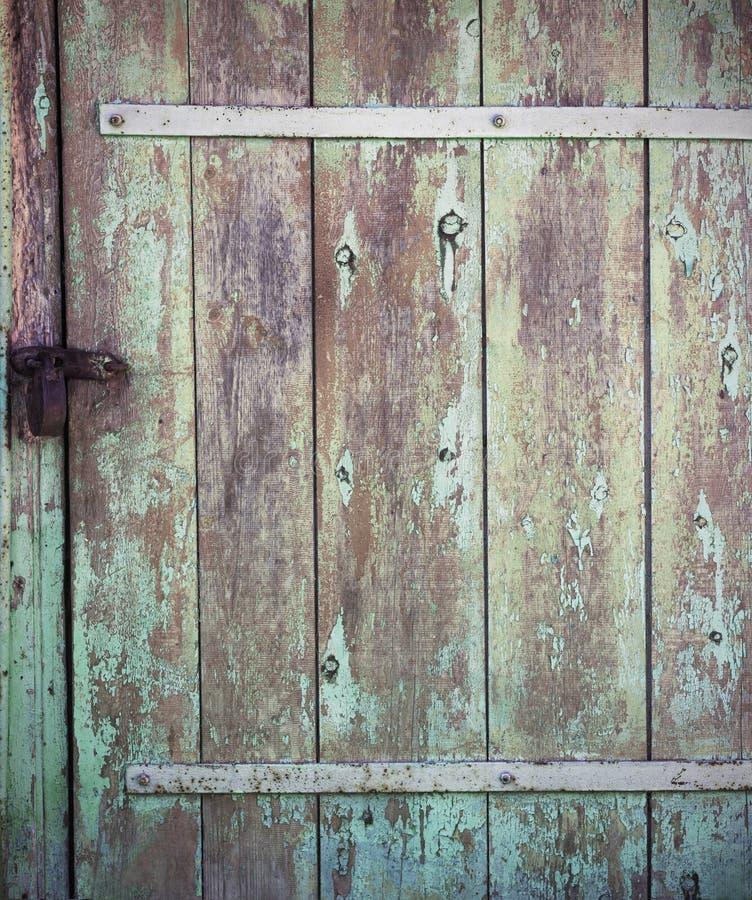 老木背景门 库存图片