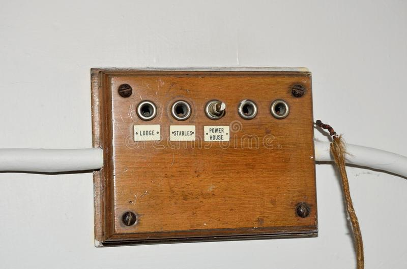 老木蜂音器箱子在庄严家 库存图片