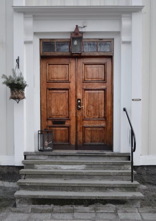 老木门在瑞典 免版税库存图片