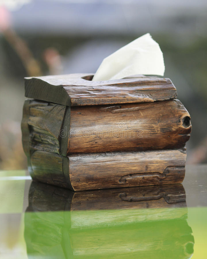 老木头做的薄纸箱子 免版税库存图片