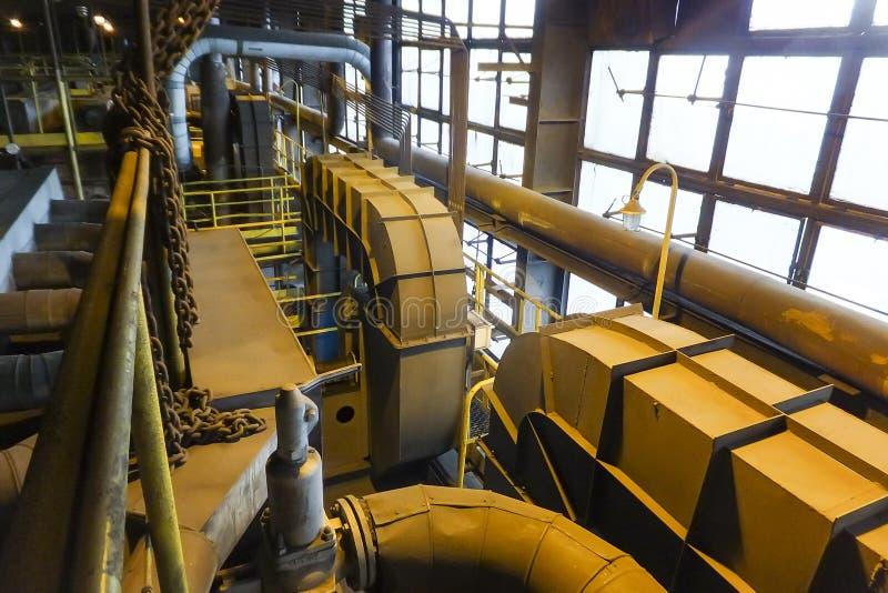 老机械花格锅炉的片段 免版税库存照片