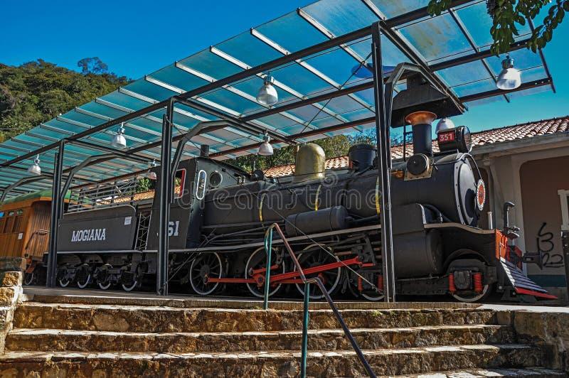 老机车看法在残疾火车站的在Monte阿雷格里做南水道 库存图片