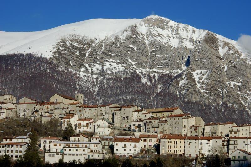 老村庄在中央亚平宁山脉,意大利 库存照片