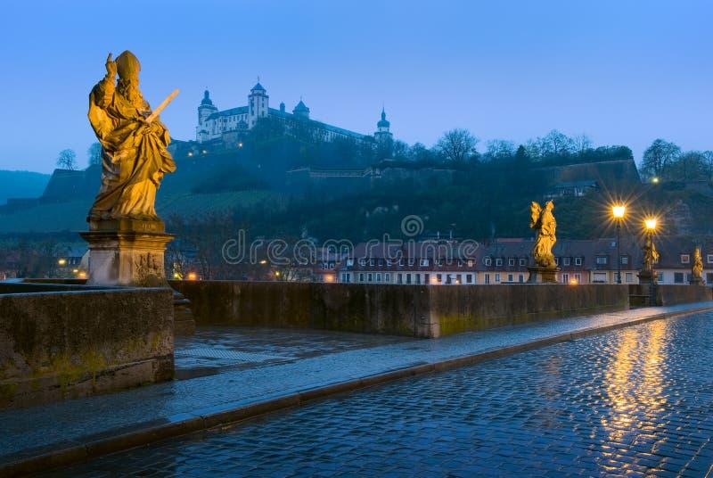 老桥梁和Marienberg堡垒在维尔茨堡,德国 库存图片