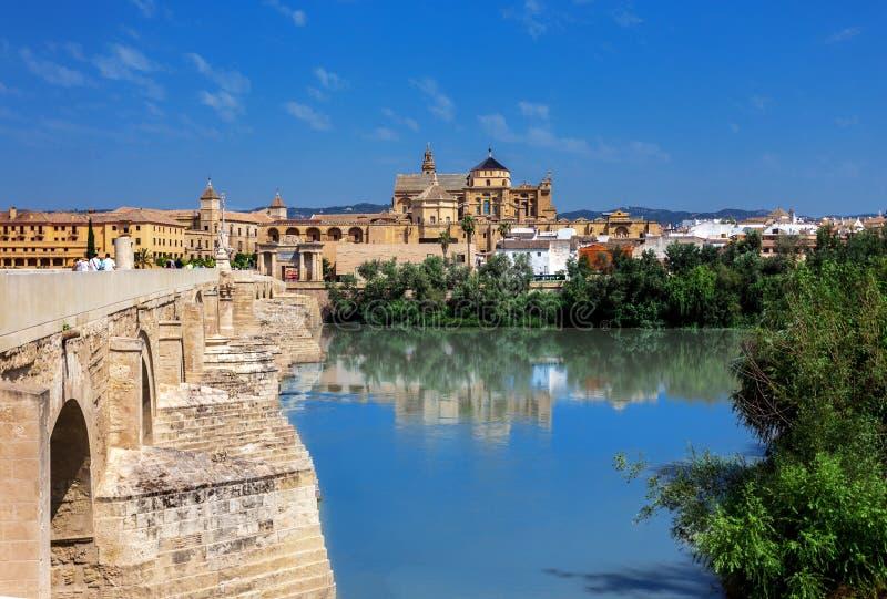 老桥梁在科多巴,西班牙 免版税图库摄影