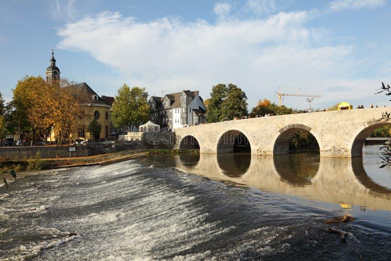老桥梁在韦茨拉尔,德国 免版税库存图片