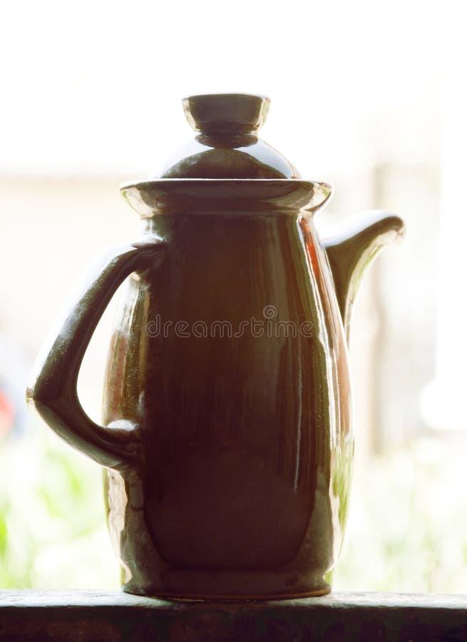 老棕色水罐或棕色花瓶 库存图片