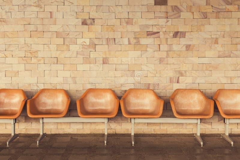 老椅子有黄色砖墙背景 库存图片