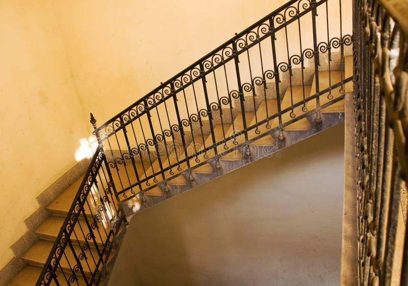 老楼梯黄色 免版税库存照片