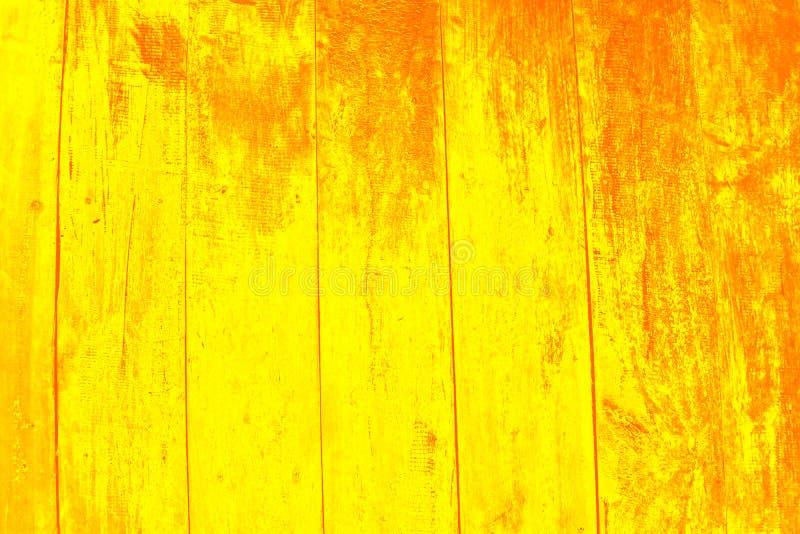 老橙色木墙壁为使用作为异乎寻常的背景 免版税库存照片