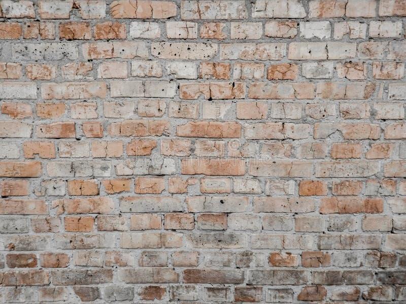 老橙黄色砖墙 免版税库存图片