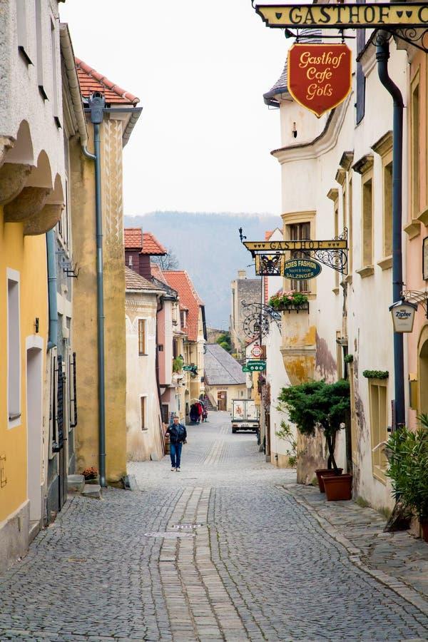 老欧洲鹅卵石街道在Durnstein 库存照片