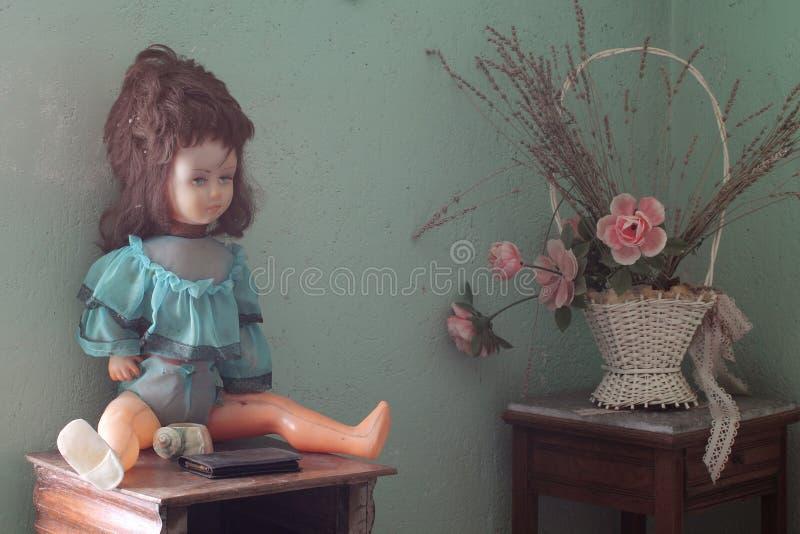 老残破的玩偶 免版税图库摄影