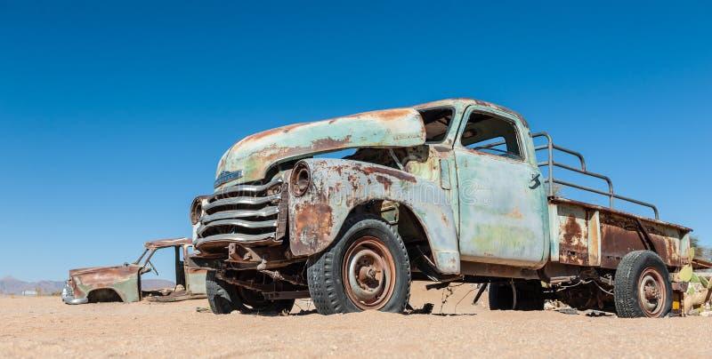 老汽车击毁在纳米比亚 库存照片