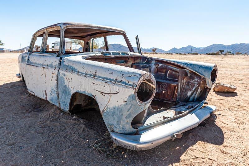 老汽车击毁在纳米比亚 库存图片