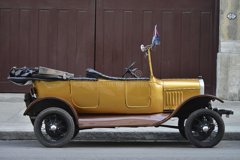 老汽车在哈瓦那 免版税库存图片