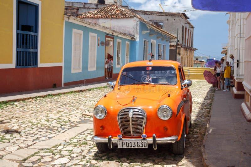 老汽车在老城市-特立尼达,古巴 免版税库存图片
