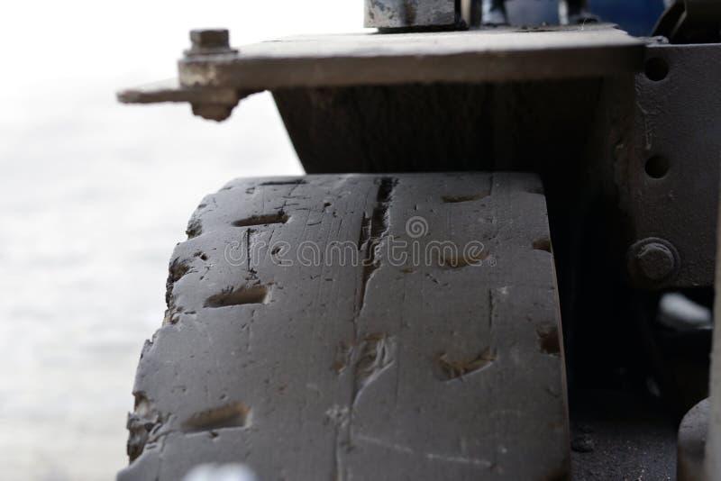 老汽车轮胎特写镜头照片 免版税库存照片