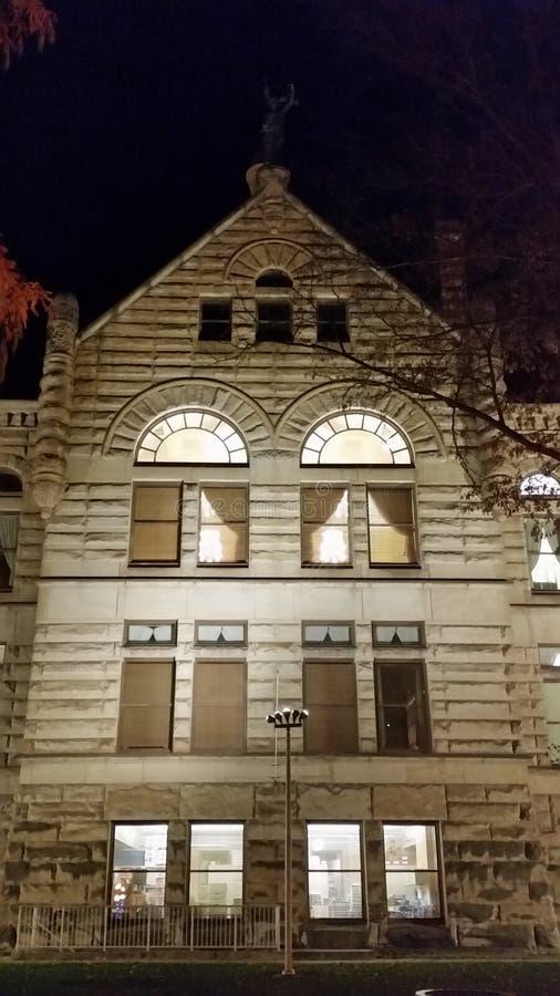 法院房子一般会判给谁_法院查封的房子能买吗_法院封房子会通知人吗