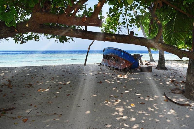 老海滩小船 库存照片