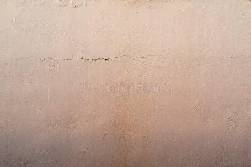 老涂灰泥的表面的抽象织地不很细杏子背景 图库摄影