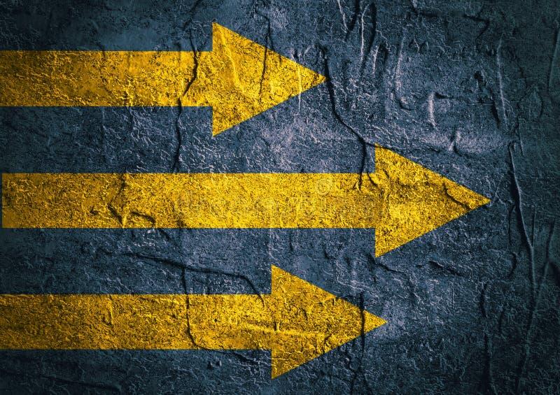 老混凝土墙背景纹理  黄色箭头 库存例证