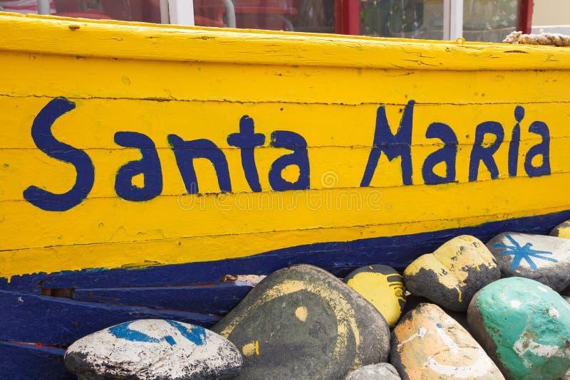老渔夫小船在佛得角群岛- Cabo的Verd圣玛丽亚 库存图片