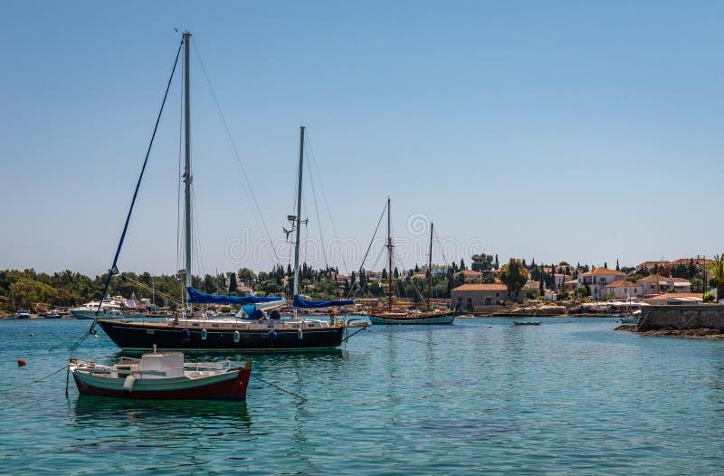 老港口在斯佩察岛 免版税库存照片