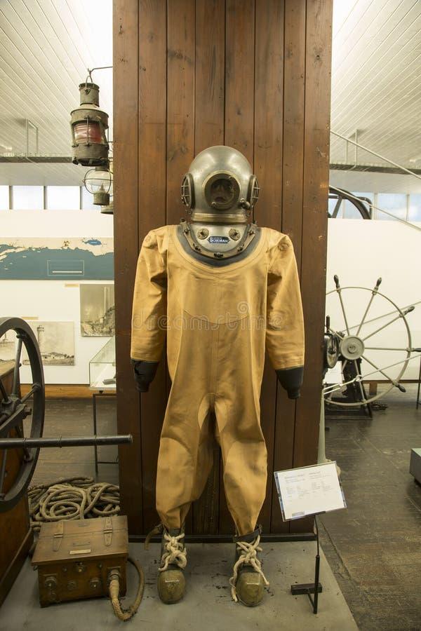 老潜水服在尼古拉・特斯拉技术博物馆在萨格勒布,克罗地亚 免版税图库摄影