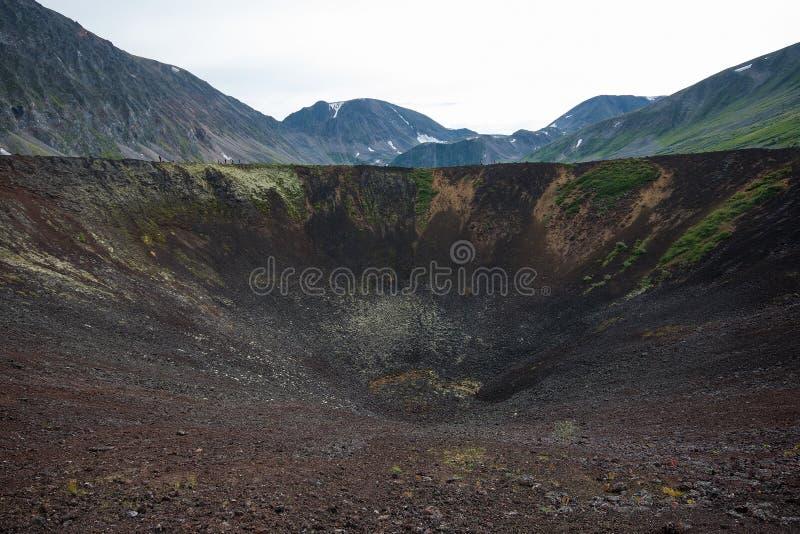 老火山火山口,风景夏天风景 沃尔坎火山谷,东部萨彦岭,俄罗斯,西伯利亚 库存照片