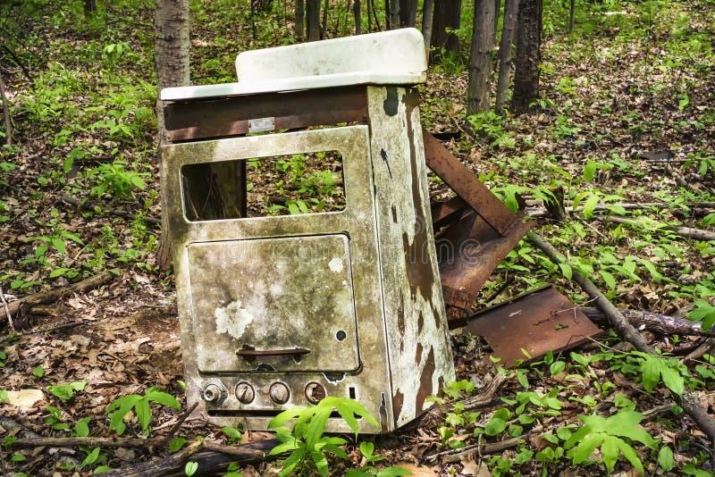 老火炉在森林 库存照片