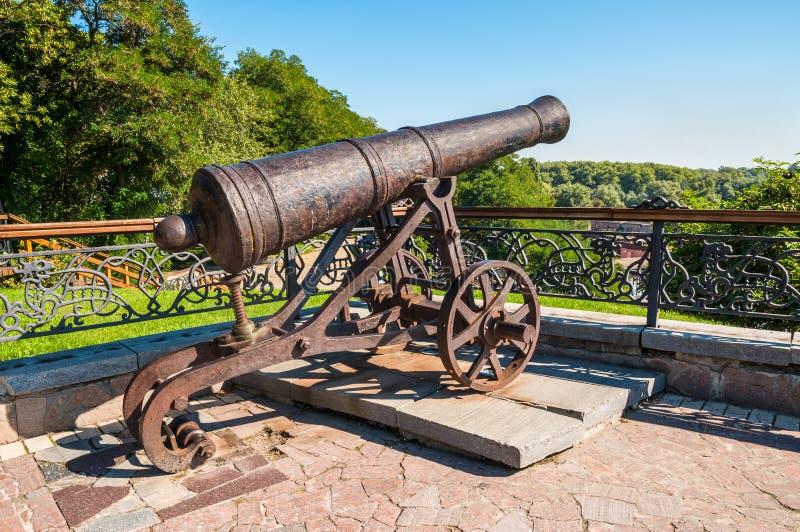老火炮大炮在切尔尼戈夫 库存照片
