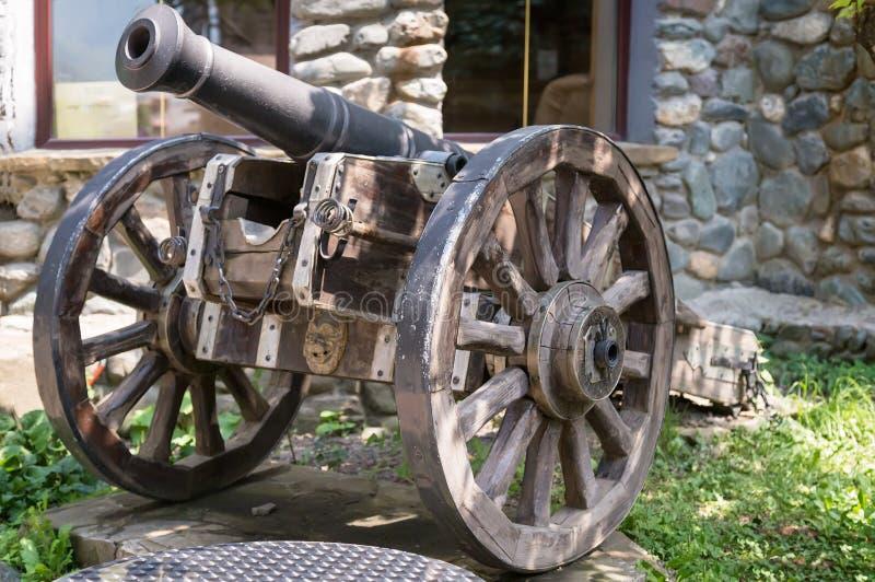老火炮枪的历史纪念碑 库存照片